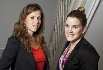 Anna Fokkema (links) en Nadine Janssen (rechts) verrichtten het onderhavige onderzoek voor hun masterstudie MPA (Management Policy Analysis and Entrepreneurship in Health & Life Sciences)