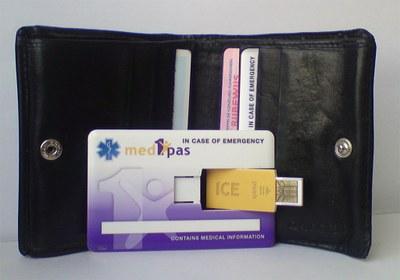 Medicatiegegevens op creditcard met uitklapbare USB-stick