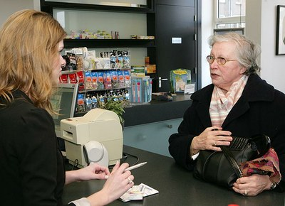 Zorgverleners vragen weinig naar medicatie 65-plussers