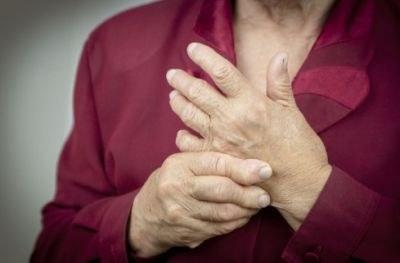 Reumatoloog volgt patiënt via app
