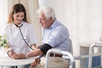 Veel onnodige handelingen door verpleegkundigen