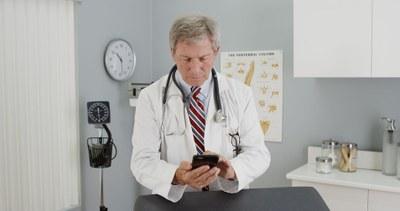 Klinisch kankeronderzoek zoeken met app