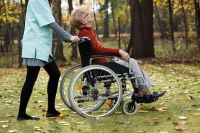 Ziekteverzuim en verloop alarmerend bij personeel in de zorg