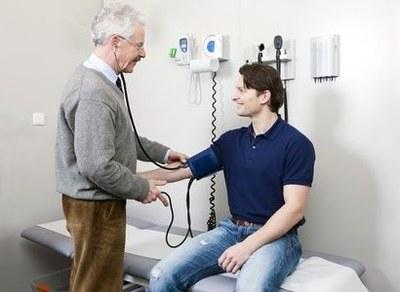 Kwart minder patiënten naar huisarts door corona